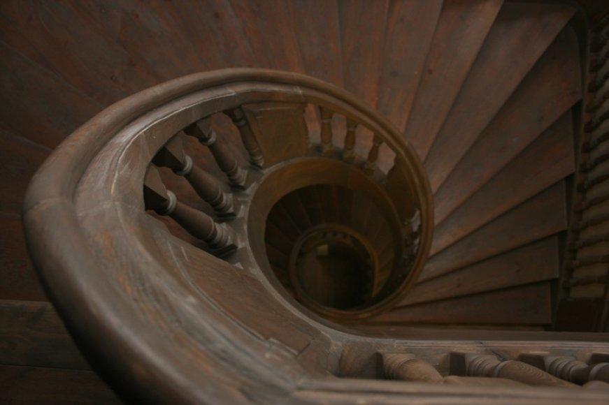 Besisukantys laiptai - atradimas restauratoriams.