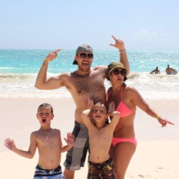 Britney Spears su Davidu Lucado ir sūnumis Havajuose