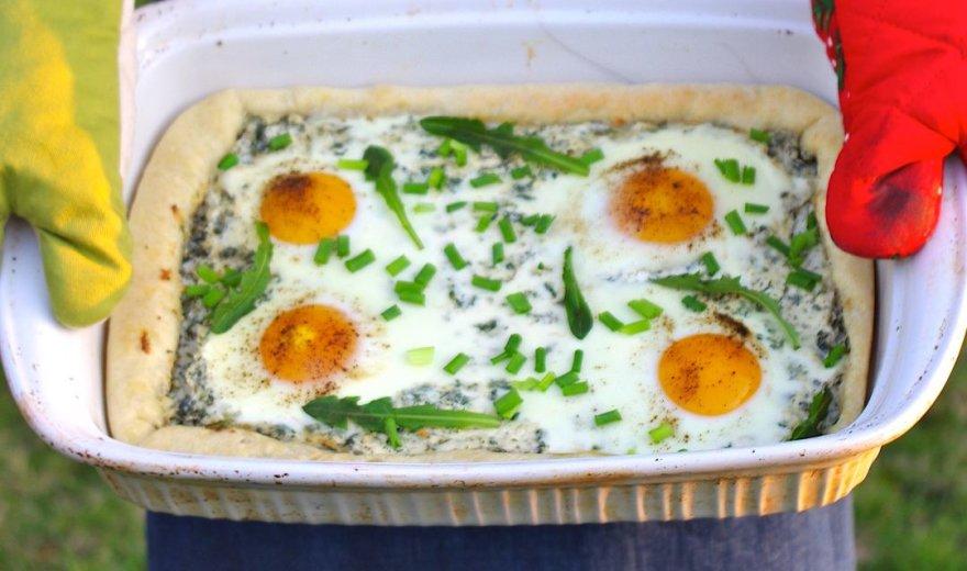 Pikantiškas varškės pyragas su dilgėlėmis ir kiaušiniais