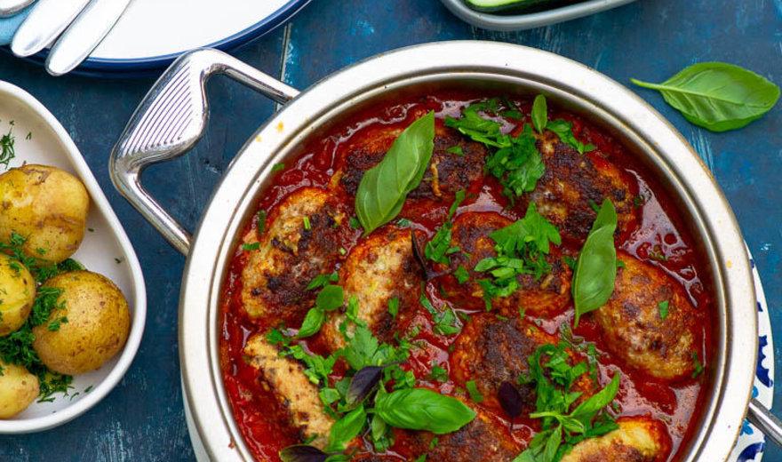 Kalakutienos ir patisonų kotletai pomidorų padaže