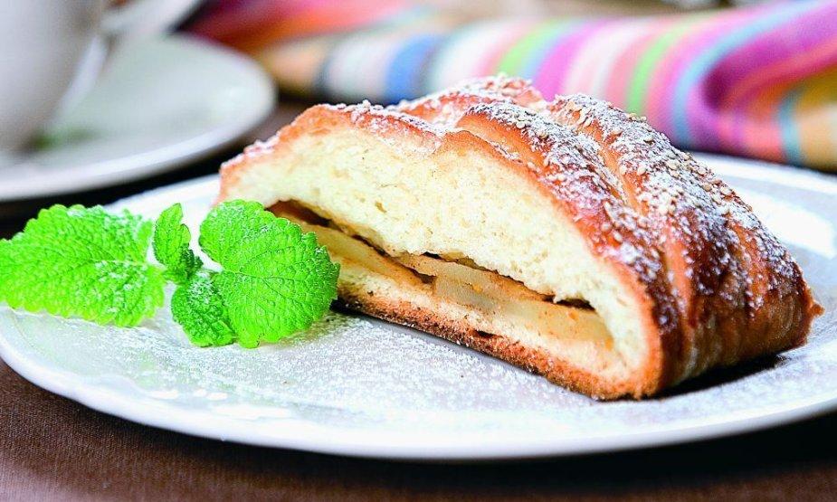 Mielinis pyragas su obuoliais