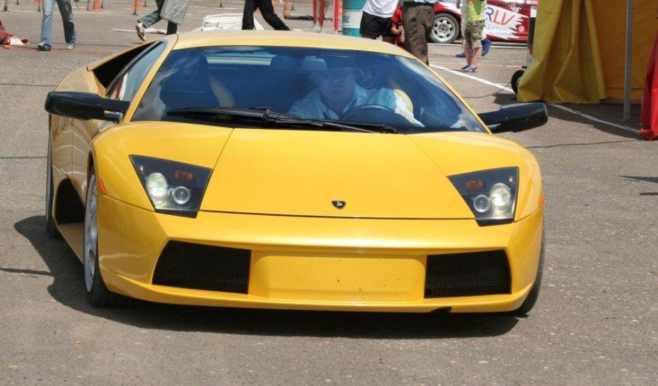 """Tautvydas Barštys prie """"Lamborghini Murcielago"""" vairo 2006-aisiais"""