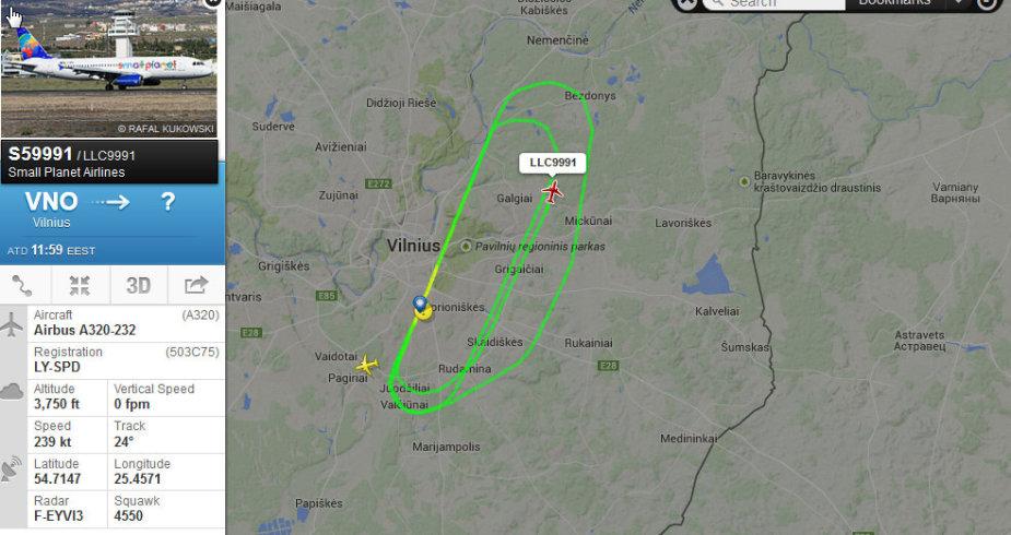 Lėktuvas suka ratus