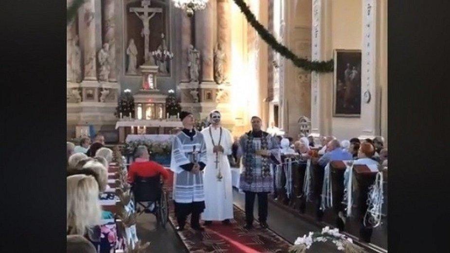 E. Vėlyvio provokacija bažnyčioje