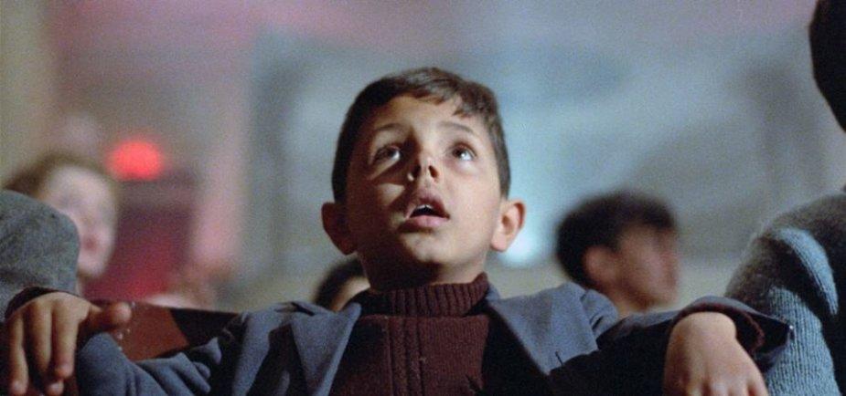 """Kadras iš filmo """"Naujasis """"Paradiso"""" kino teatras"""" (1988)"""