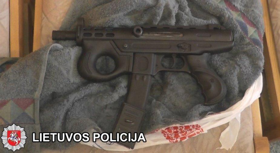 Klaipėdos pareigūnams įkliuvo broliai ukrainiečiai, nelegaliai prekiavę ginklais.