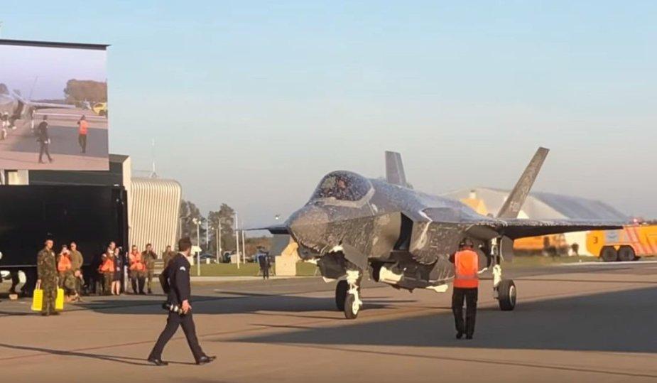 """Apipurkštas """"F-35A"""" naikintuvas"""