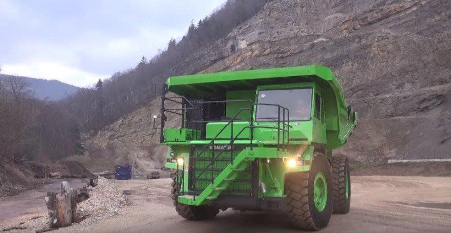 """Šveicarai sukūrė didžiausią pasaulyje elektrinį sunkvežimį """"eDumper"""""""