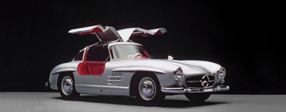Dauguma 300 SL buvo sidabriniai – už kitas spalvas reikėjo mokėti papildomai. (Gamintojo nuotrauka)