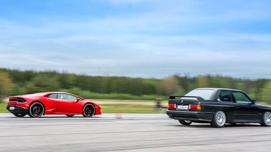 "Egzotiškas ""dragas"": ""Lamborghini Huracan"" prieš BMW M3 su V10 varikliu"