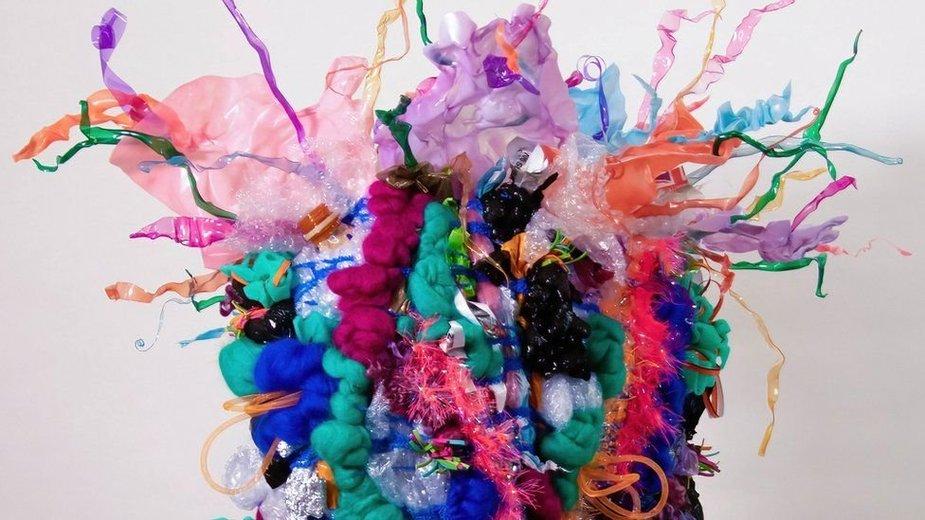 Melissos Sanders pagaminta suknelė iš plastiko atliekų