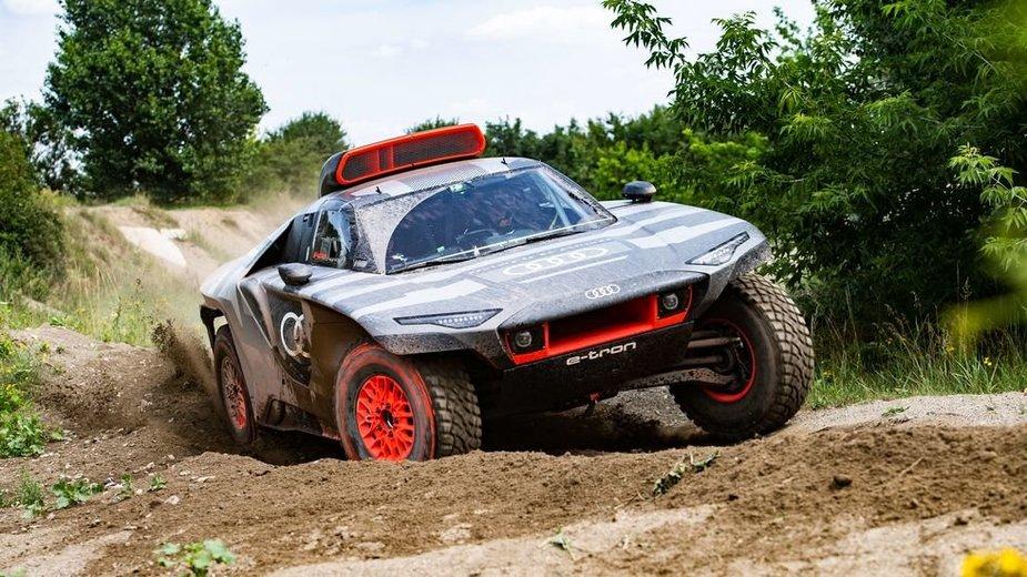 Elektrinis Dakaro monstras Audi RS Q e-tron