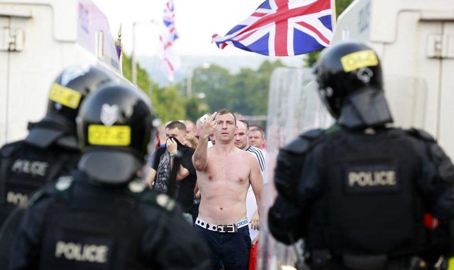 Protestantų ekstremistų ir policijos priešprieša