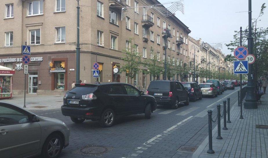 Spūstis Gedimino prospekte buvo susidariusi nuo Lukiškių aikštės iki pat Seimo