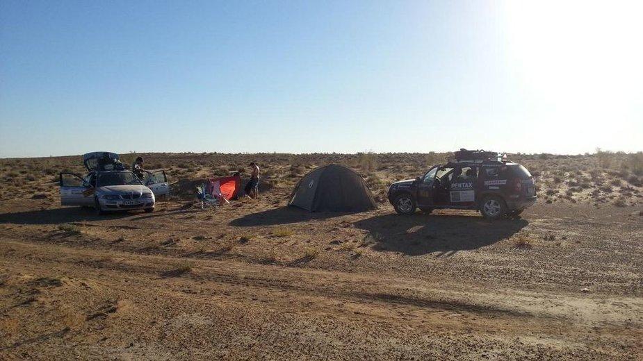 """""""Mongol Rally"""" dienoraštis. Stovyklavietė Uzbekistane"""