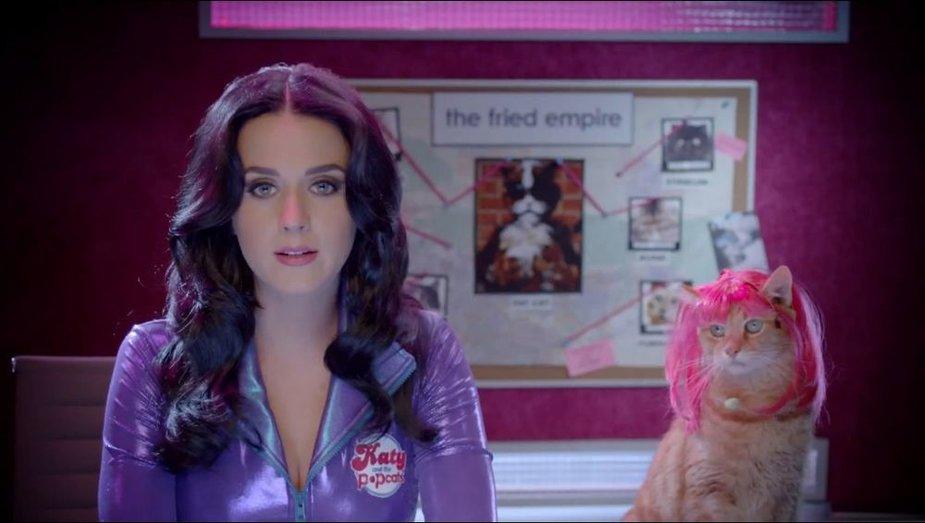 """Katy Perry traškučių """"Popchips"""" reklamoje"""