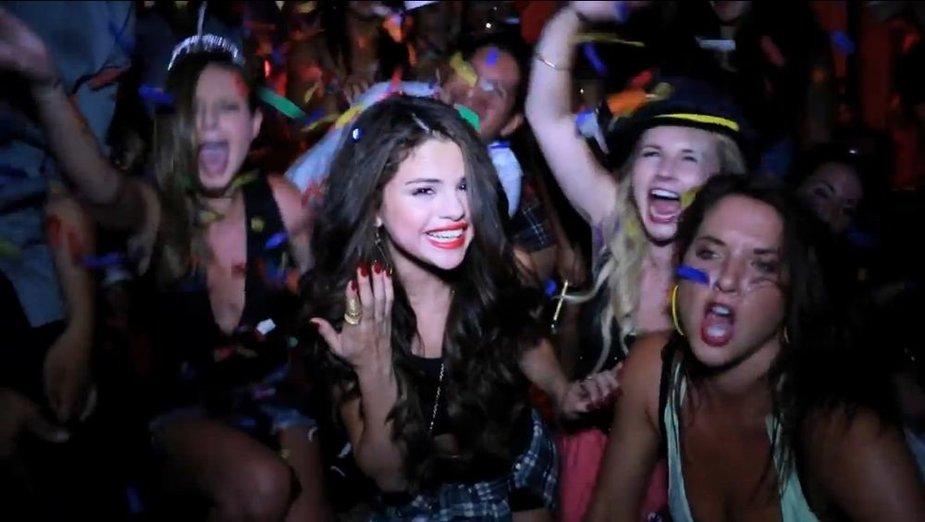 """Selena Gomez vaizdo klipe """"Birthday"""""""