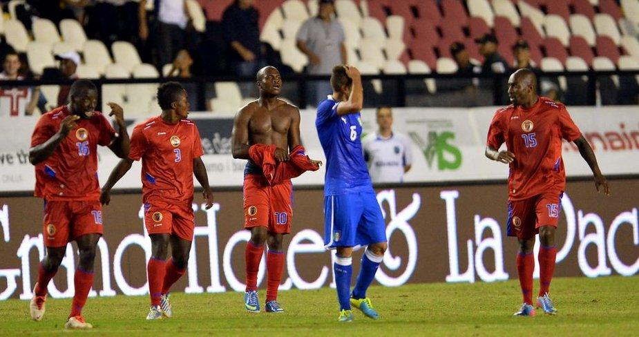 Taičio futbolininkai džiaugiasi lygiosiomis su Italijos rinktine.