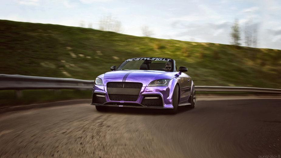 "Purpurine chromo plėvele dengtas ""Audi TT"" kabrioletas"