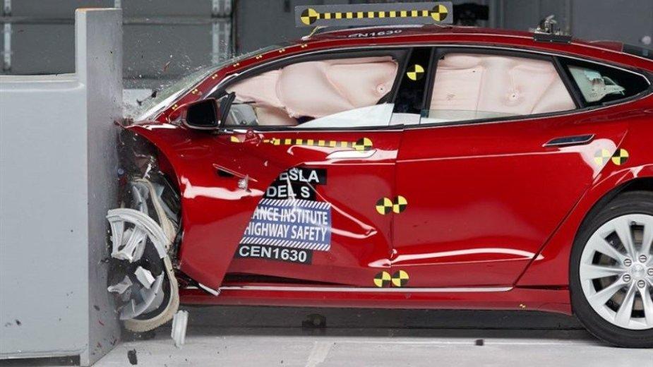 """Tesla Model S"" testas"