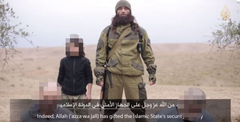 """""""Islamo valstybės"""" įrašas: berniukas įvykdo mirties bausmę dviem rusams"""