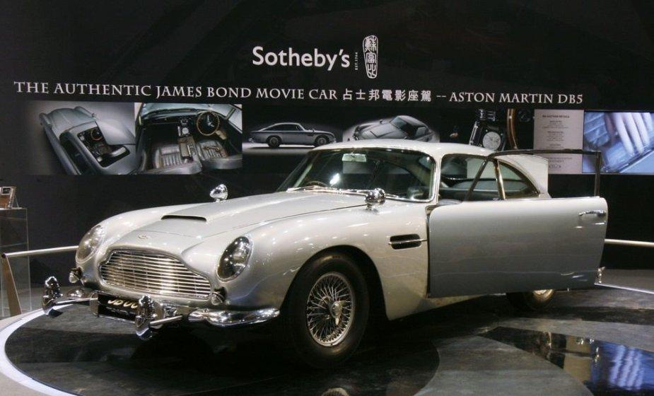 """Jameso Bondo 1964 m. """"Aston Martin DB5"""" automobilis"""