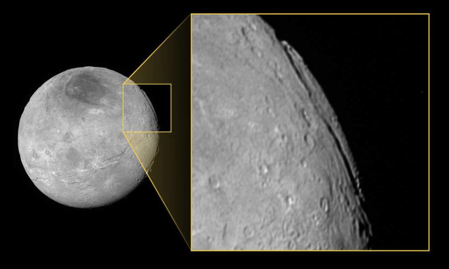 Įspūdingas kanjonas Plutono palydove Charone