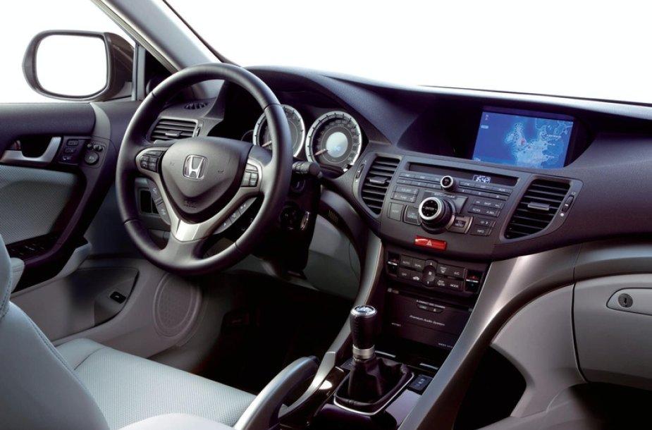 """Pirmosios naujojo """"Honda Accord"""" nuotraukos"""