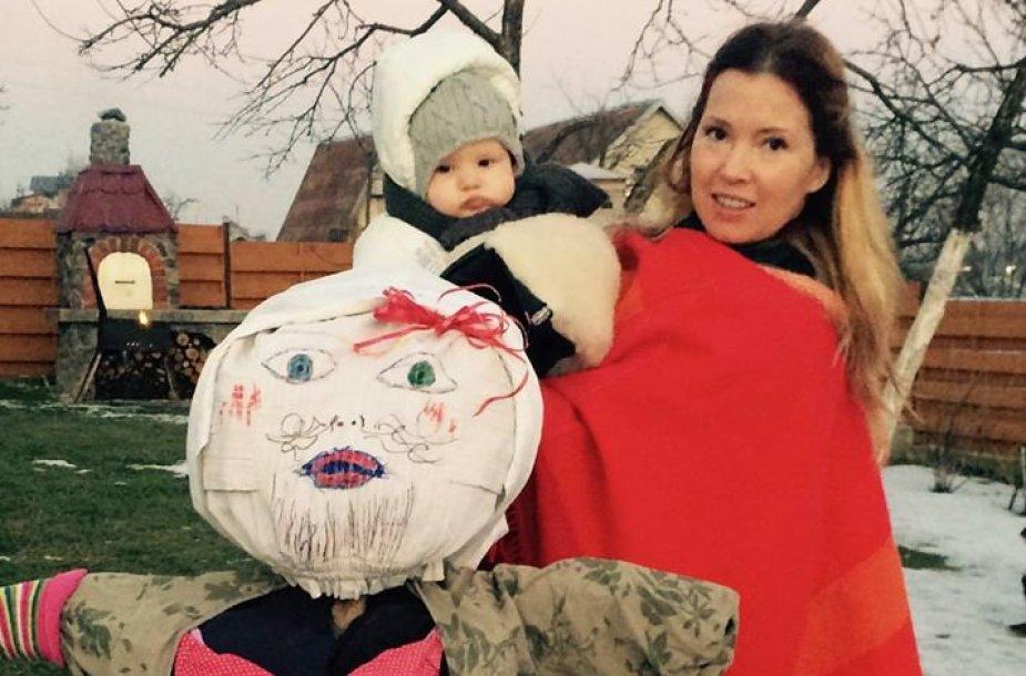 Gintarė Karaliūnaitė-Canuel su dukra Sofija