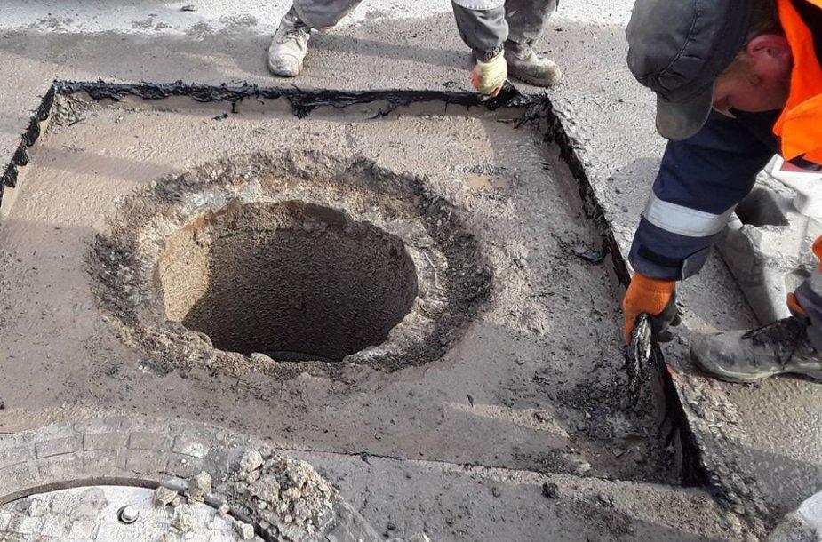 Kanalizacijos šulinių remontas Vilniaus Vakariniame aplinkkelyje