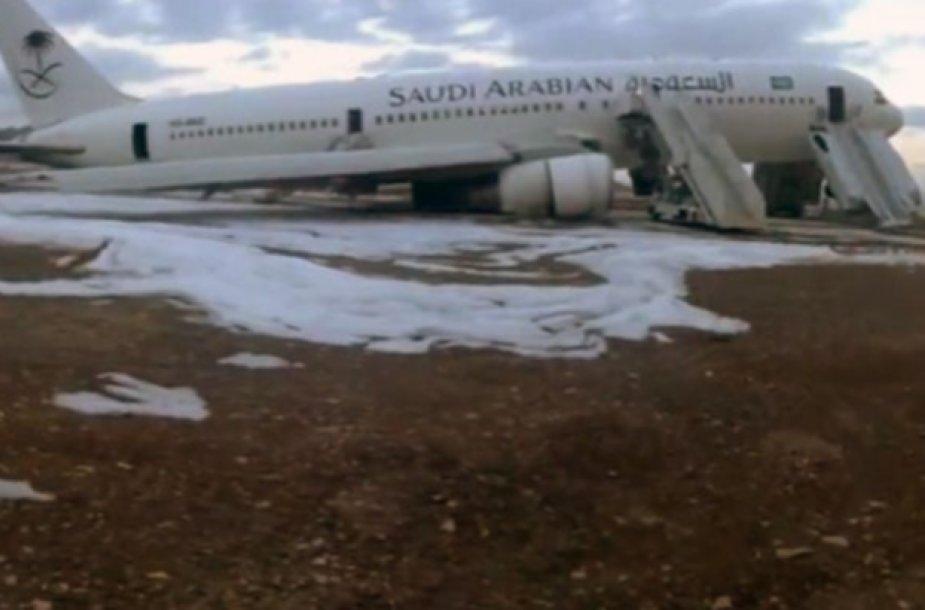 Saudo Arabijos avialinijų lėktuvo avarinis nusleidimas