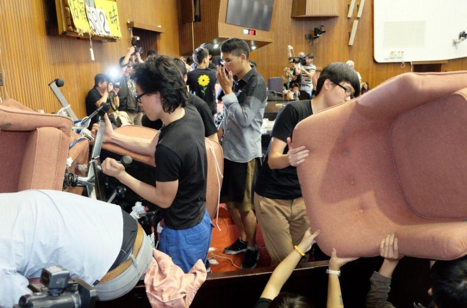 Protestuotojai paliko Taivano parlamentą