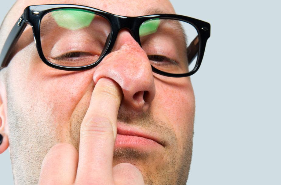 Plaukeliai nosyje apsaugo mūsų kvėpavimo takus nuo nešvarumų.