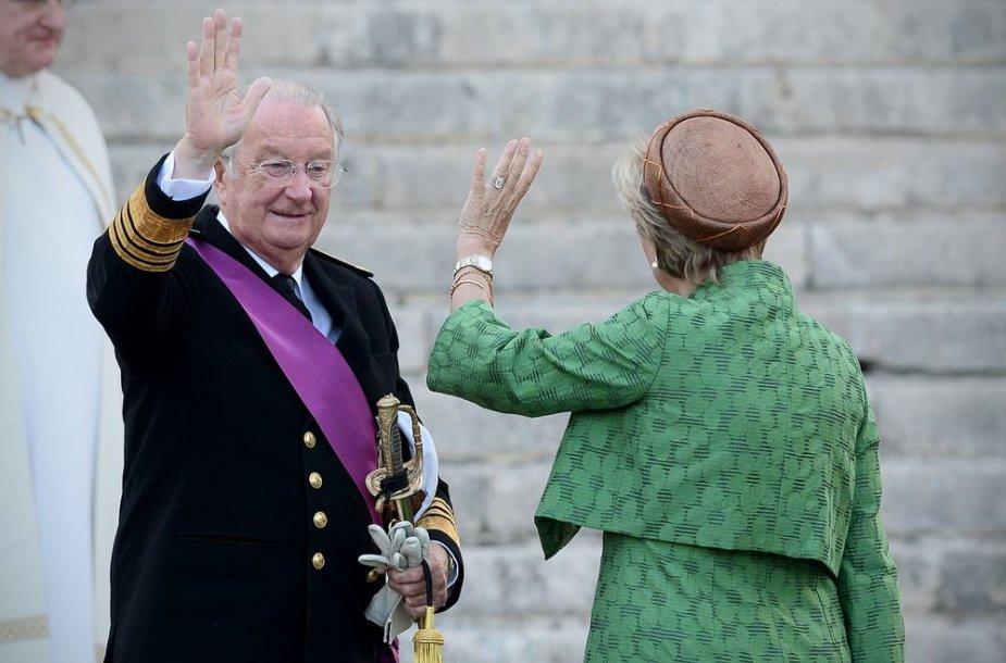 Atsistatydinęs Belgijos karalius Albertas II su žmona Paola