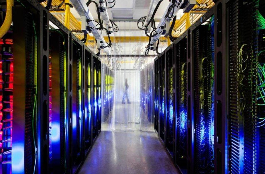 """Korporacija """"Google"""" leido pasižvelgyti po patalpas, kuriose yra kompanijos serveriai."""