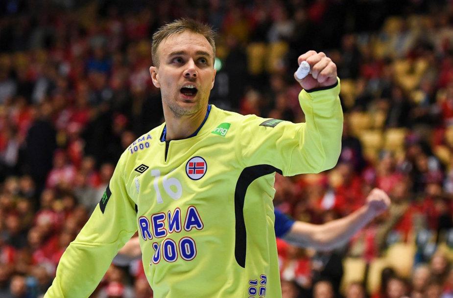 Espenas Christensenas sulaukė smūgio kamuoliu į veidą iš labai arti.