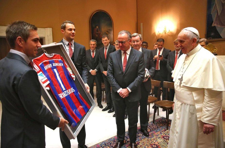 """""""Bayern"""" futbolininkai apsilankė pas popiežių"""
