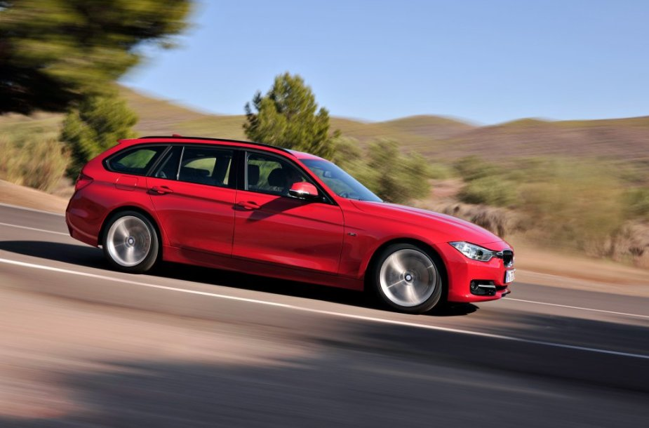 Atnaujinti BMW modeliai, varikliai ir įranga