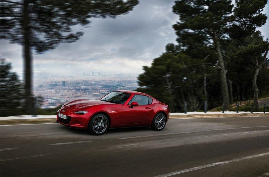 """Rodsteris """"Mazda MX-5 RF"""" laimėjo prestižinį dizaino apdovanojimą """"Red Dot"""""""