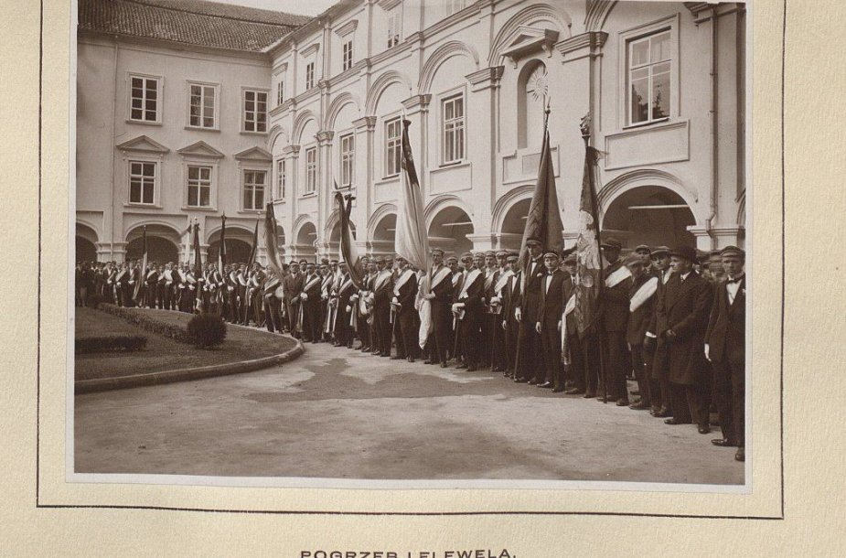 Stepono Batoro universiteto korporacijos Didžiajame (Skargos) kieme 1929 m.