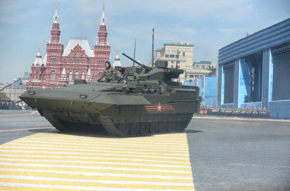"""Tankas T-14 """"Armata"""". Karinis paradas Maskvos Raudonojoje aikštėje"""