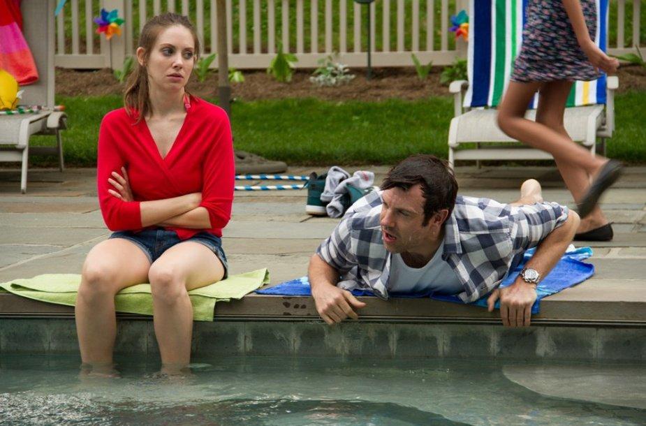 """Jasonas Sudeikis ir Alison Brie komedijoje """"Dėl visko kaltas seksas"""""""