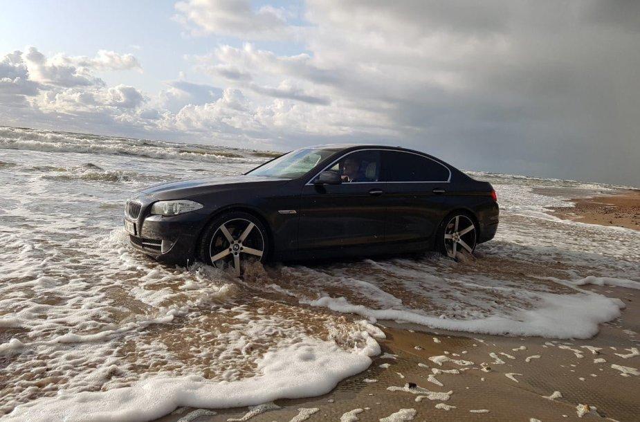 Atostogų iš Švedijos grįžęs lietuvis savo BMW įvažiavo į Baltijos jūrą
