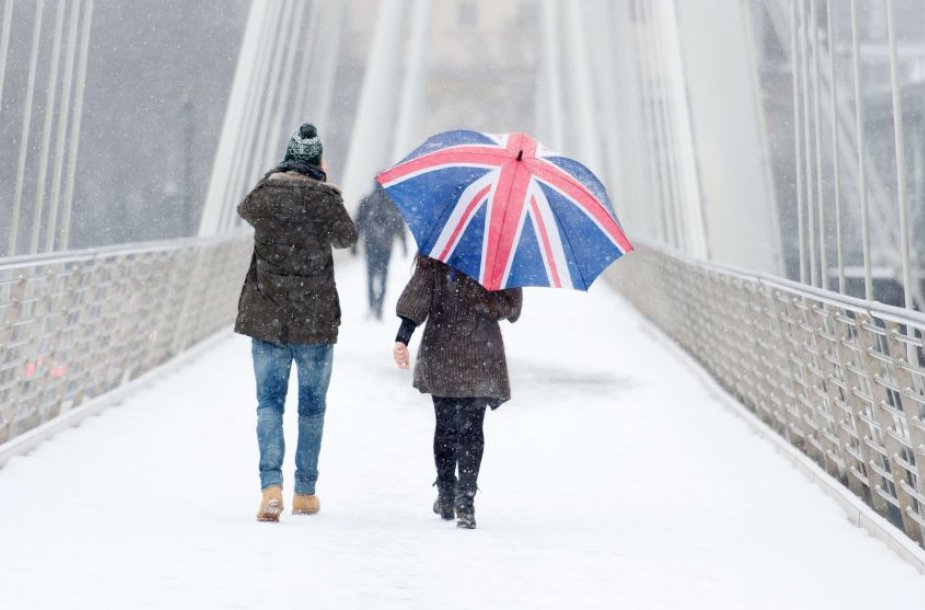 Didžiojoje Britanijoje gausus sniegas sutrikdė gyvenimą