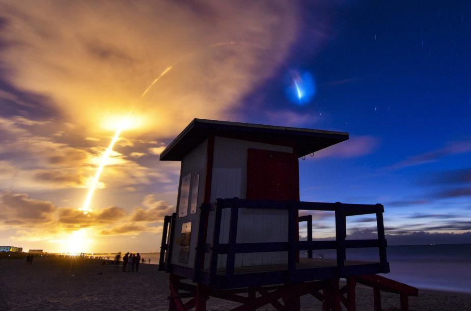 """Devintosios """"SpaceX Starlink"""" palydovų grupės iškėlimo į orbitą akimirka"""