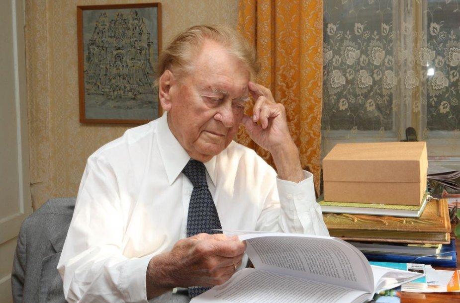 Septynias valdžias pergyvenęs K.Ambrozaitis savo prisiminimus suguldė į knygas.