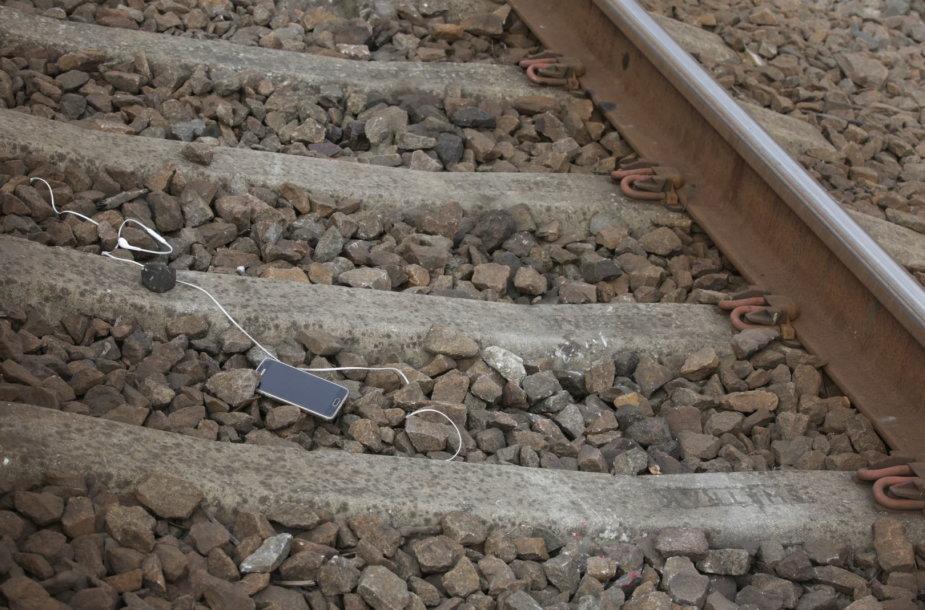 Ties Iešmininkų gatve traukinys partrenkė ir mirtinai sužalojo 1999 m. gimusį jaunuolį