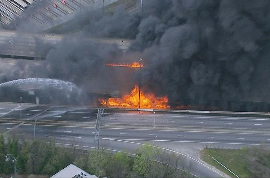 Viaduko gaisras Atlantoje