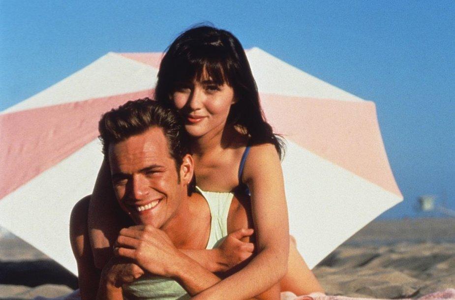 """Shannen Doherty ir Luke'as Perry seriale """"Beverli Hilsas, 90210"""""""