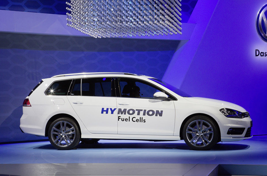 """Golf SportWagen HyMotion"""